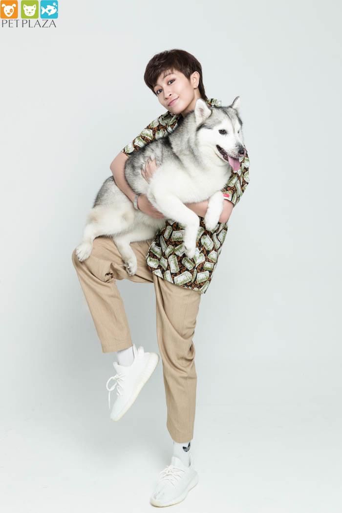 Gille chăm sóc thú cưng em tên là Husky